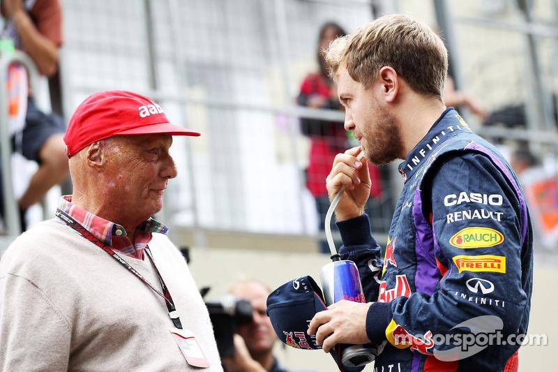 (L naar R): Niki Lauda, Mercedes Non-Executive Chairman met Sebastian Vettel, Red Bull Racing
