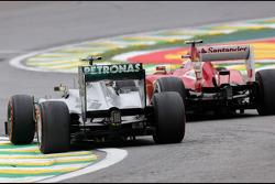 Lewis Hamilton, Mercedes Grand Prix y Felipe Massa, Scuderia Ferrari