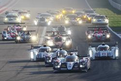 Start: #7 Toyota Racing Toyota TS030 - hybrid: Alexander Wurz, Nicolas Lapierre, Kazuki Nakajima leads