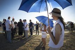 Adoráveis meninas do guarda-chuva