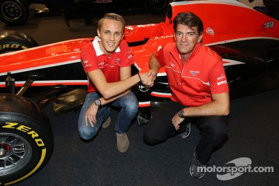 Max Chilton re-signs with Marussia F1