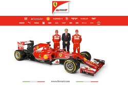 法拉利F14 T赛车,和两位车手费尔南多·阿隆索和基米·莱库宁,以及斯蒂法诺·多梅尼卡利