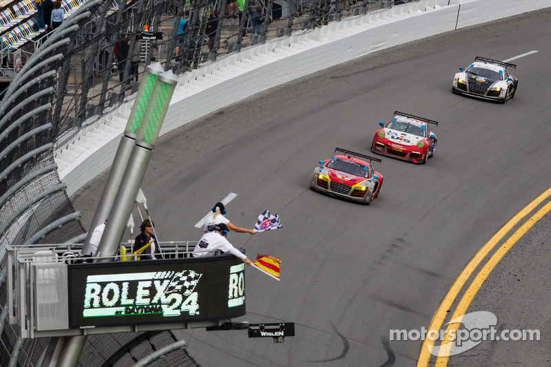 #45 Flying Lizard Motorsports 奥迪 R8 LMS: 尼尔森·卡纳切, 斯潘瑟·庞佩利, 蒂姆·帕帕斯, 马库斯·温克霍克 冲线获得GTD组冠军