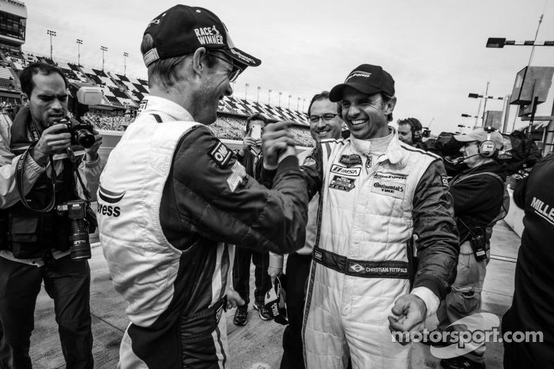 Vencedores da corrida Christian Fittipaldi e Sébastien Bourdais celebram