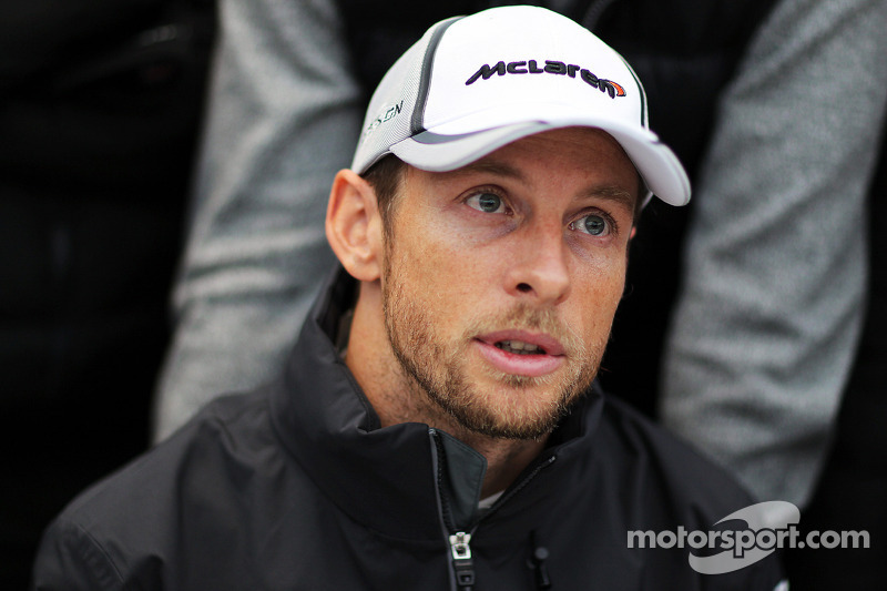 Jenson Button, McLaren con i media. Formula Uno Test, Day Two, Mercoledì
