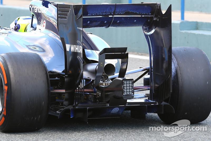 Felipe Massa, Williams FW36 - rear suspension, rear wing and exhaust detail