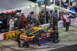 Pitstop: #30 NGT Motorsport Porsche 911 GT Amerika: Henrique Cisneros, Christina Nielsen, Nicki Thiim, Kuba Giermaziak