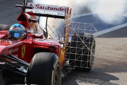 Fernando Alonso, Ferrari F14-T con el equipo de sensor y con humo de colada en el coche