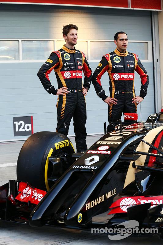 (Esquerda para direita): Romain Grosjean, Lotus F1 Team, com Pastor Maldonado, Lotus F1 Team, no lan