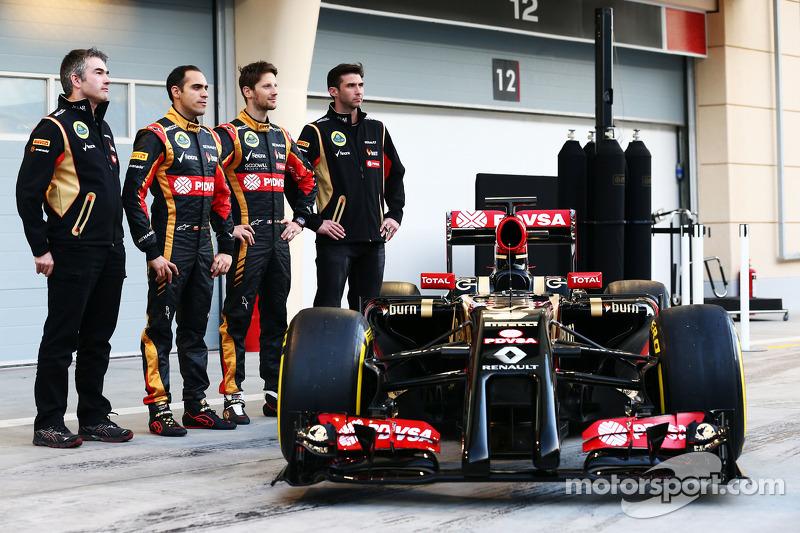 (L to R): Pastor Maldonado, Lotus F1 Team and team mate Romain Grosjean, Lotus F1 Team as the F1 E22