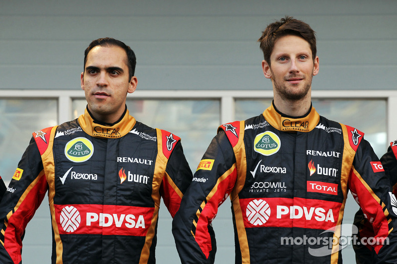 (L to R): Pastor Maldonado, Lotus F1 Team and team mate Romain Grosjean, Lotus F1 Team as the Lotus F1 E22 is officially unveiled