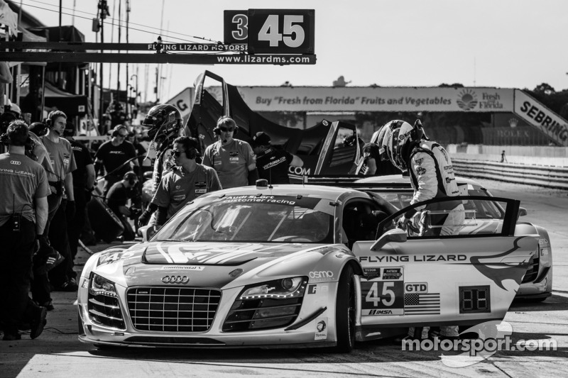 #45 Flying Lizard Motorsports 奥迪 R8 LMS: 尼尔森·卡纳切, 斯潘瑟·庞佩利, 马库斯·温克霍克, 蒂姆·帕帕斯