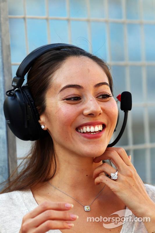Jessica Michibata, Freundin von Jenson Button, McLaren, mit Verlobungsring