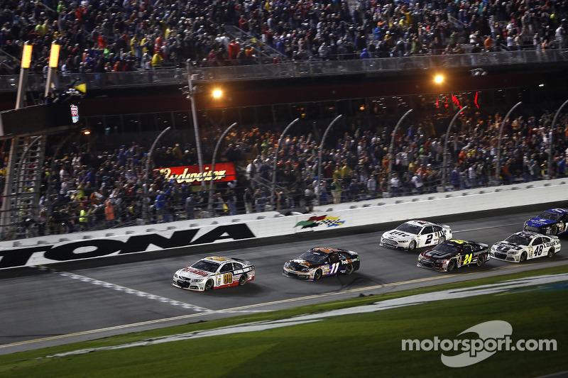 Dale Earnhardt Jr., Hendrick Motorsports Chevrolet galibiyete ulaşıyor
