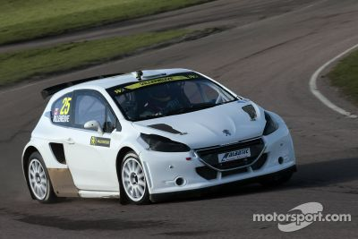 Jacques Villeneuve testa rallycross car