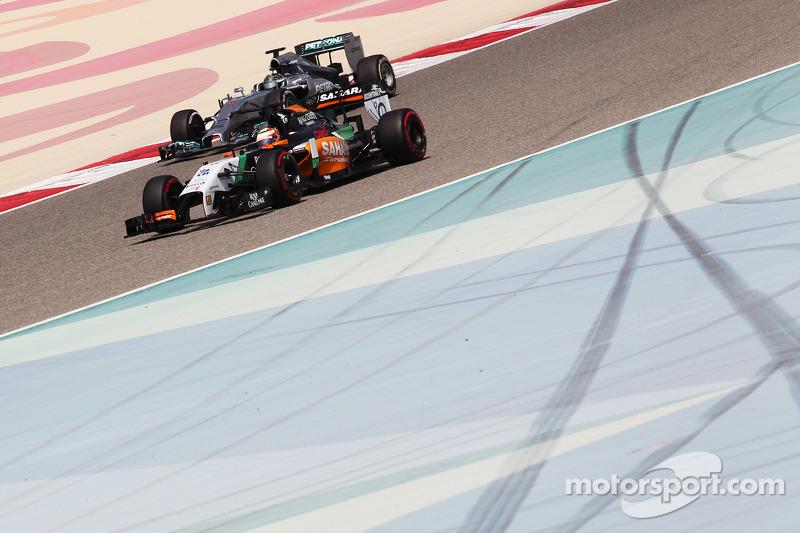 Sergio Perez, Sahara Force India F1 VJM07 y Nico Rosberg, Mercedes AMG F1 W05