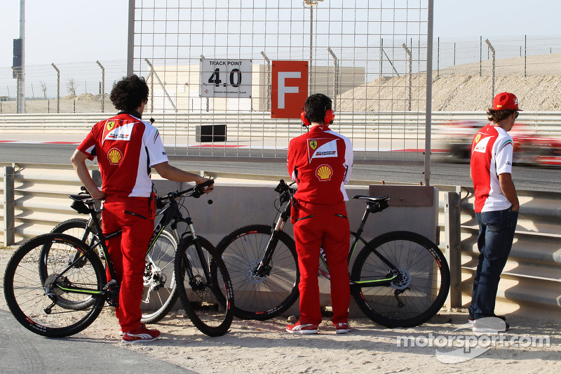 Fernando Alonso, Ferrari watches team mate Kimi Raikkonen, Ferrari F14-T on the circuit