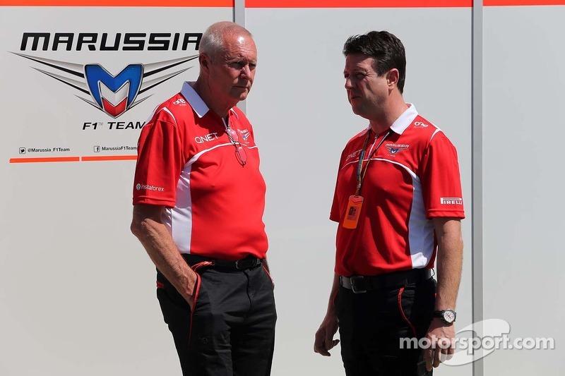 玛鲁西亚F1车队总监约翰·布斯和玛鲁西亚F1车队经理