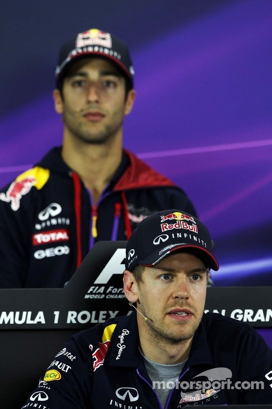 Sebastian Vettel, Red Bull Racing e companheiro Daniel Ricciardo, Red Bull Racing na conferência de