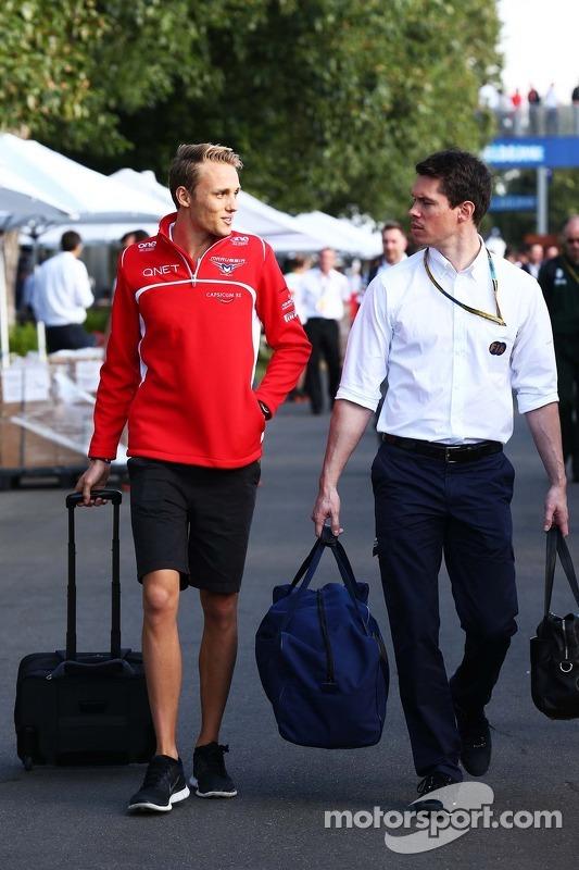 (Esquerda para direita): Max Chilton, Marussia F1 Team, com Alan Van Der Merwe, piloto do carro médico da FIA