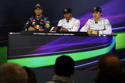 Daniel Ricciardo, Red Bull Racing; Lewis Hamilton, Mercedes AMG F1; Nico Rosberg, Mercedes AMG F1 en la conferencia de prensa