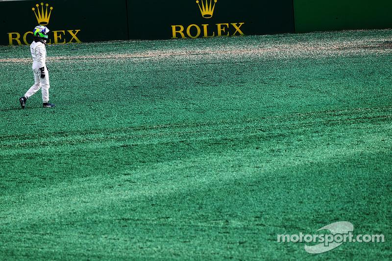 Felipe Massa, Williams yarışın startında kaza yapıyor