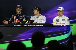 FIA-Pressekonferenz: 2. Daniel Riciardo, Red Bull Racing, 1. Nico Rosberg, Mercedes AMG F1; 3. Kevin Magnussen, McLaren