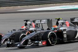 Esteban Gutiérrez (MEX), Sauber F1 Team y Adrian Sutil (GER), Sauber F1 Team  30