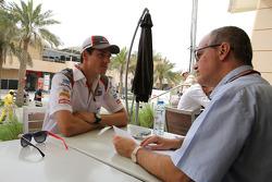 Adrian Sutil, Sauber F1 Team e Luis Vasconcelos, F1 giornalista