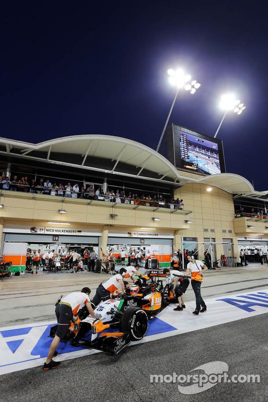 Sergio Perez, Sahara Force India F1 VJM07, ai box