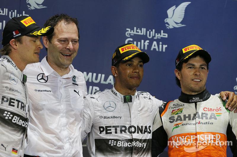 Il podio, Nico Rosberg Mercedes AMG F1, secondo; Aldo Costa, Mercedes AMG F1 Direttore ricerca; Lewis Hamilton, Mercedes AMG F1, vincitore della gara; Sergio Perez, Sahara Force India F1, terzo