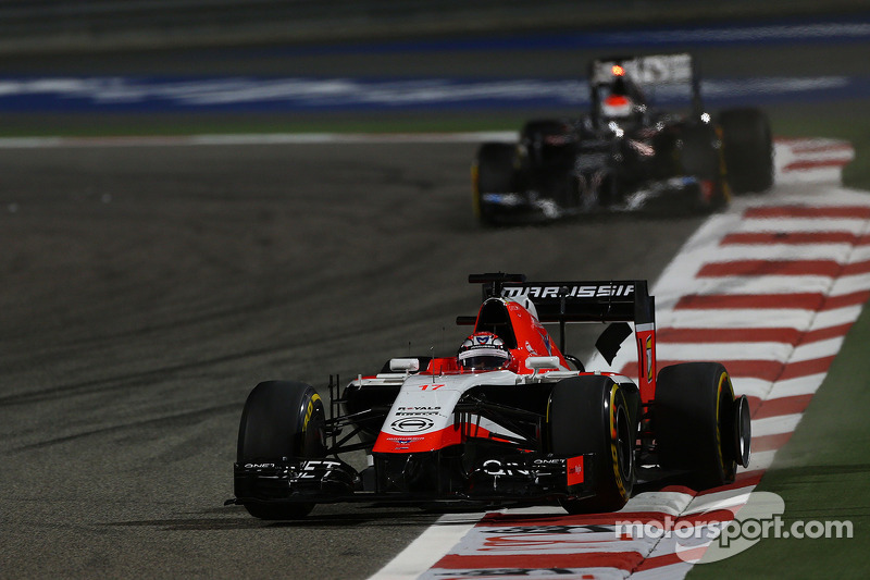 玛鲁西亚F1车队MR03赛车车手朱尔斯·比安奇和索伯C33车手阿德里安·苏蒂尔