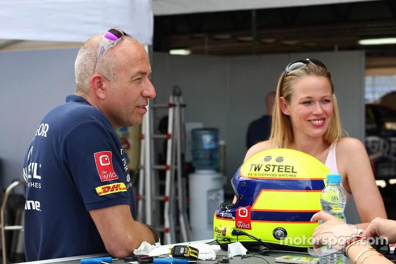 Tom Coronel, Chevrolet Cruze RML TC1, Roal Motorsport e la sua ragazza