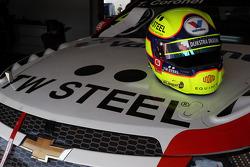 The helmet of Tom Coronel, Chevrolet RML Cruze TC1, Roal Motorsport