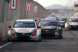 Tiago Monteiro, Honda Civic WTCC, Castrol Honda WTC Team and Tom Chilton, Chevrolet RML Cruze TC1, ROAL Motorsport