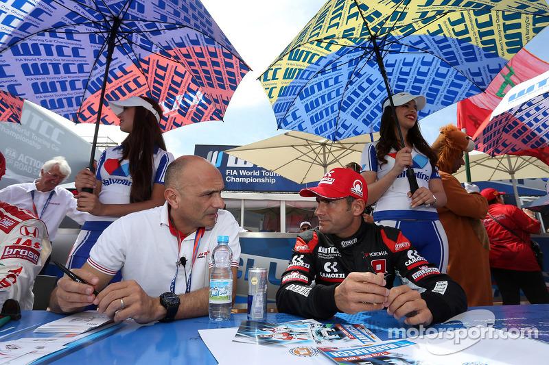 Gabriele Tarquini, Honda Civic WTCC, Castrol Honda WTC Takımı ve Gianni Morbidelli, Chevrolet RML Cr