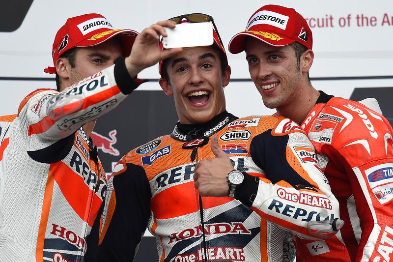Podio: 1º Marc Márquez, 2º Dani Pedrosa, 3º Andrea Dovizioso