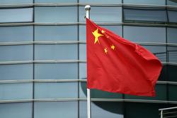 La bandera china en el paddock.