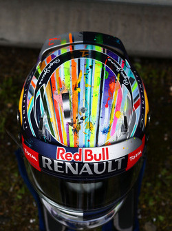头盔:塞巴斯蒂安·维特尔, 红牛车队.