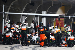 Sergio Perez, Sahara Force India F1 VJM07 makes a pit stop