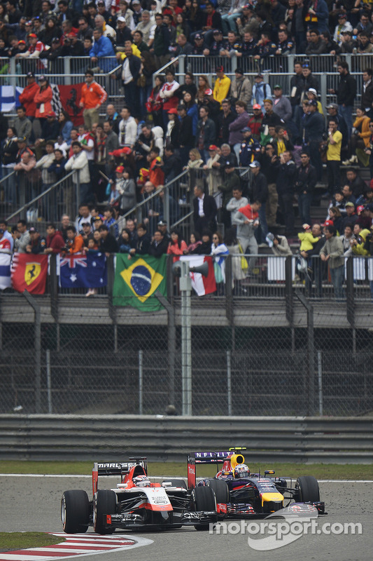 Jules Bianchi, Marussia F1 Team MR03 et Daniel Ricciardo, Red Bull Racing RB10