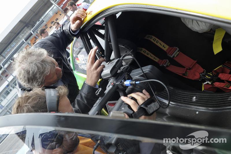 Norbert Haug, un ex jugador de fútbol alemán después de que él conducía un taxi Audi DTM