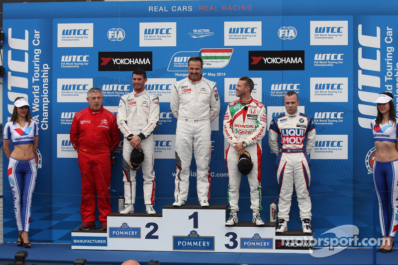 1st position Yvan Muller, Citroen C-Elysee WTCC, Citroen Total WTCC, 2nd position Jose Maria Lopez,