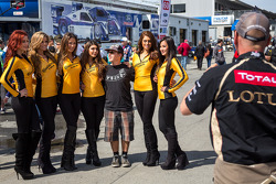 Fan with Continental Tire girls
