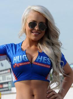 Speedworks Motorsport, ragazza in griglia