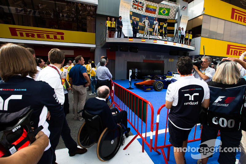 Frank Williams guarda il podio GP2