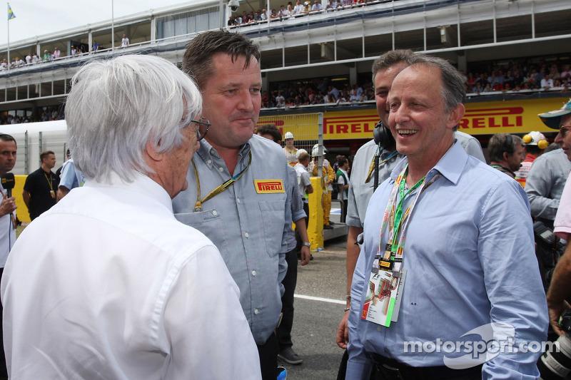 (Soldan Sağa): Bernie Ecclestone ve Paul Hembery, Pirelli Motorsporları Direktörü ve Alberto Pirelli, Pirelli Başkan Yardımcısı, gridde