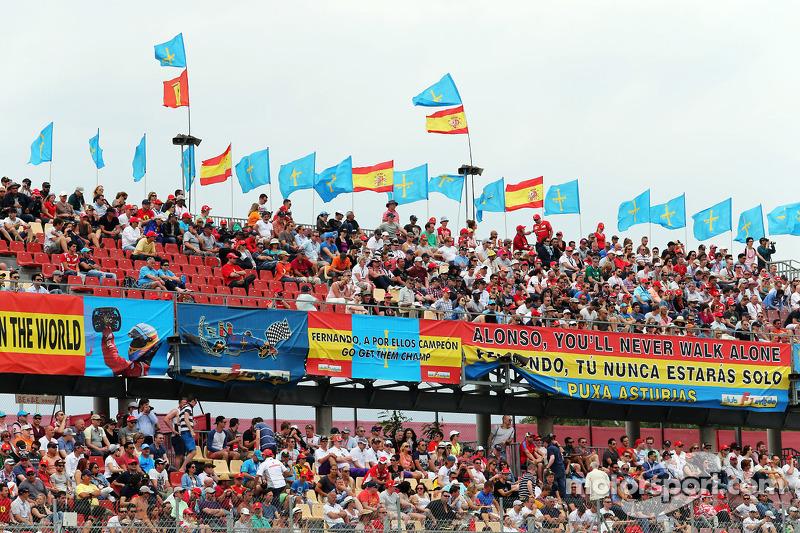 Fernando Alonso, Ferrari F14-T taraftarları ve bayrakları