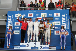 Kazanan Sébastien Loeb, Citroen C-Elysee WTCC, Citroen Total WTCC, İkinci Jose Maria Lopez, Citroen