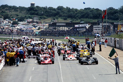 Mario Andretti, Lotus 78 Ford, Nikim Lauda, Brabham BT46 Alfa Romeo at the start